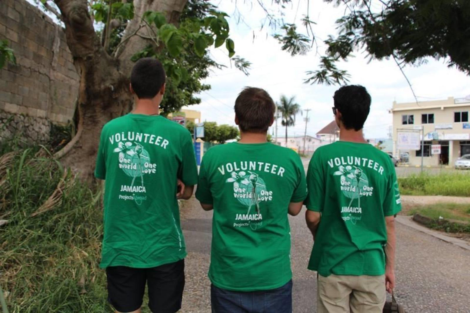 Volunteers walk the streets of Mandeville during their English language course in Jamaica